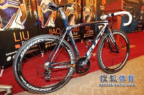 01 卓比奥斯洲际职业队的比赛专用车富士牌自行车