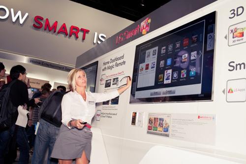 图1:2012 CES上,LG首次展示了大量智能电视,包括一款全新Google TV设备。