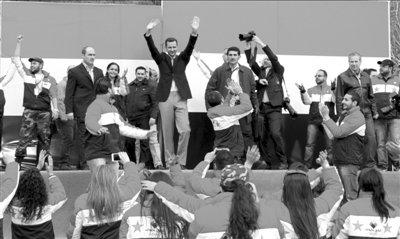 11日,巴沙尔阿萨德参加游行活动.图/CFP-叙利亚总统首次参加支持