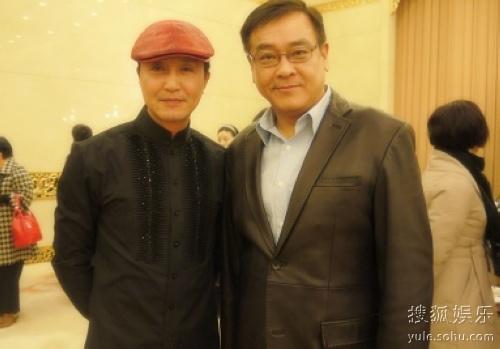 吴刚与尔冬升在首映会