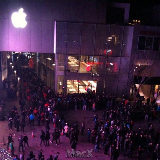 iPhone 4S大陆发售盛况:苹果店排长队联通官网一度瘫痪