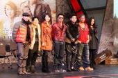 《逆战》首映发布会 谢霆锋让白冰坐大腿