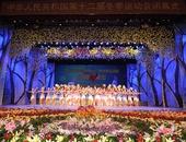 图文:冬运会闭幕式举行 演员在闭幕式上表演