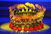 图文:冬运会闭幕式举行 美女集体舞蹈