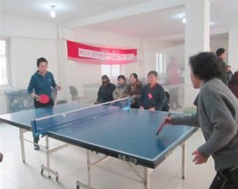 """翠园社区""""新海嘉""""杯乒乓球比赛现场. 记者李福升摄图片"""
