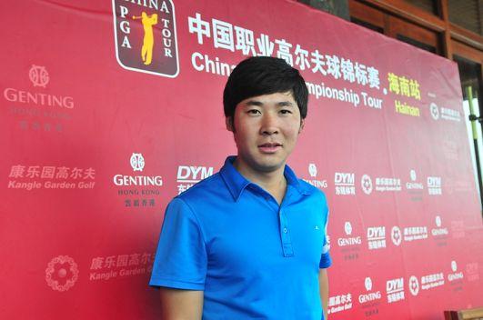 图文:中锦赛海南站第三轮 张新军进入采访中心