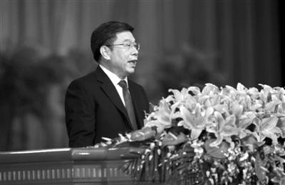 昨日,北京人大常委会主任杜德印在作人大常委会工作报告。本报记者 浦峰 摄