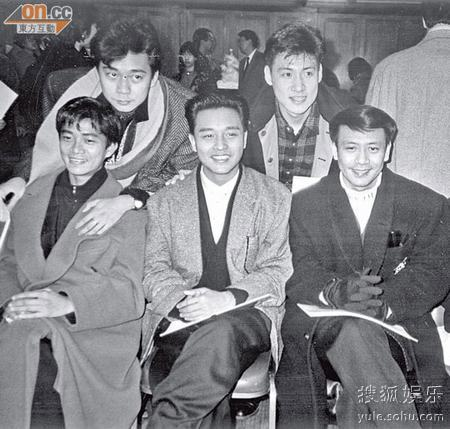 蔡枫华当年与陈百强、张国荣都是年轻偶像,张学友也还没做歌神。右为罗文