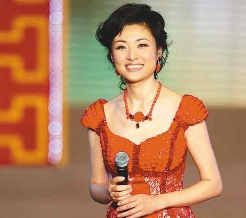 周涛操逼视频_央视春晚主持人确定 周涛17年来首次出局