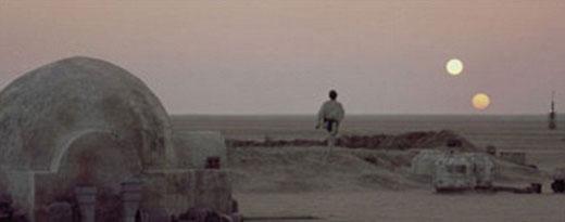 塔图因是科幻电影《星球大战》中卢克•天行者的故乡行星,在这个沙漠行星上可以看到两个太阳。NASA天文学家认为,像虚构的塔图因行星一样拥有两个太阳的行星是很常见的,可能存在生命