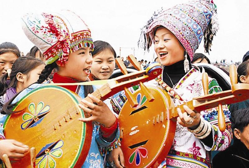 苗族人物歌舞手绘