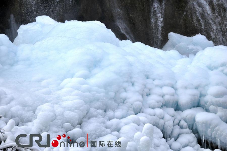 冰蓝色水世界 冬季九寨沟图片