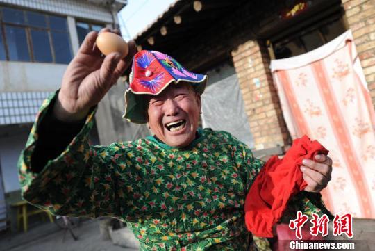 我在农村日老太太海报素材 > 喜欢玩老太太 > 农村人 ...