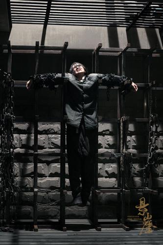 《悬崖》重口味刑罚之铁锁刑具