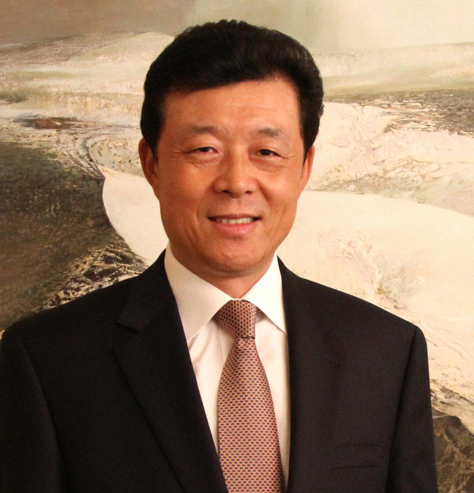中国驻英国大使刘晓明携馆员向全国人民致以新春祝福