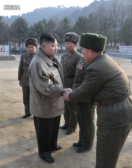 环球网记者张哲报道,据朝中社1月19日报道,朝鲜劳动党中央军事委员会副委员长、朝鲜人民军最高司令官金正恩日前视察了朝鲜人民军第169部队。