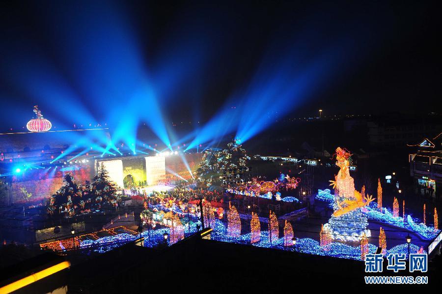 2012年南京秦淮灯会亮灯 水陆空立体布局引关注