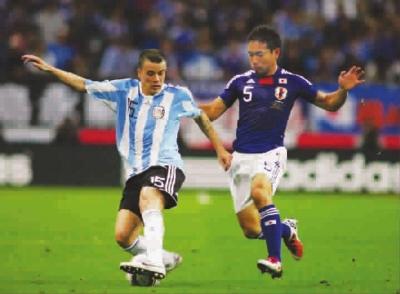 达历桑德罗(左)会成为为阿内尔卡传球的那个人吗? 图CFP