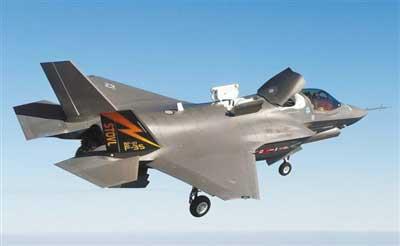 F-35B可短跑道起飞,像直升机一样垂直降落,适于甲板较短的战舰。具备隐身性能和超音速巡航能力。