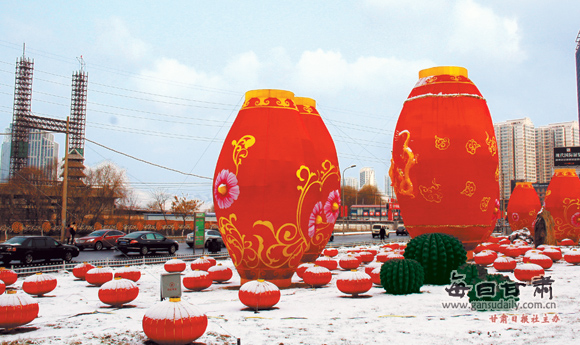 兰州滨河路上一荆州大红白雪在灯笼掩映下别有情趣(图批发市场哪里情趣用品在排排图片