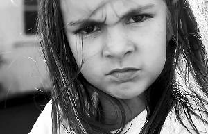 朱丽叶经典皱眉表情图片