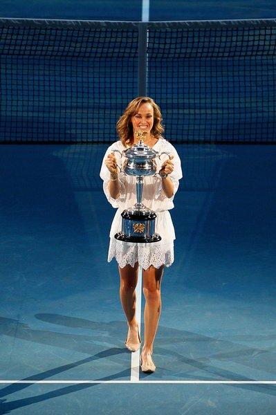 辛吉斯开启澳网女单决赛