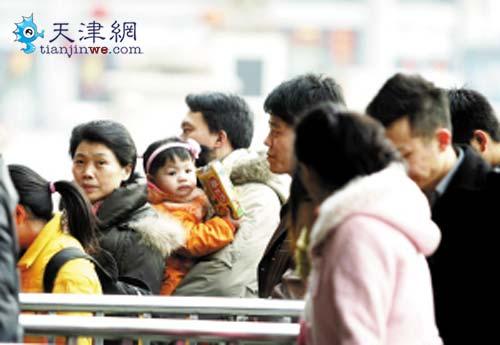 直击天津春运返程高峰:高速路不太堵