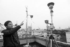 这个监测仪能吸入直径小于或等于10微米的颗粒物 快报记者 施向辉 摄
