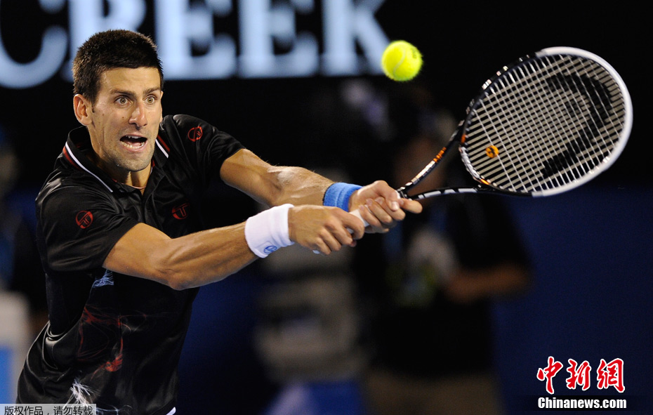 北京时间1月29日,在澳网男单冠军的争夺战中,头号种子、塞尔维亚天王德约科维奇以3:2击败纳达尔,成功卫冕,捧起个人职业生涯第五个大满贯冠军奖杯。