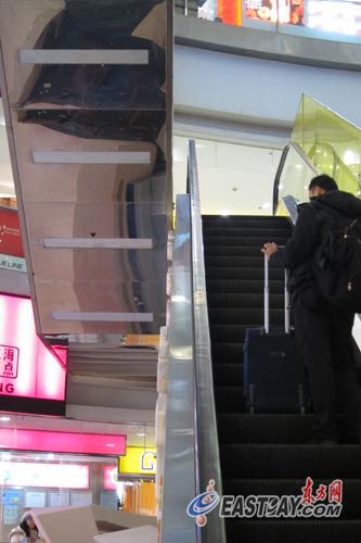 在龙之梦购物中心中山公园店,自动扶梯大多为一上一下的交叉式。