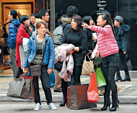 特区政府旅游发展局原本预计内地客量较去年升一成,但年廿九至年初六期间,只有70万人次内地客来港。