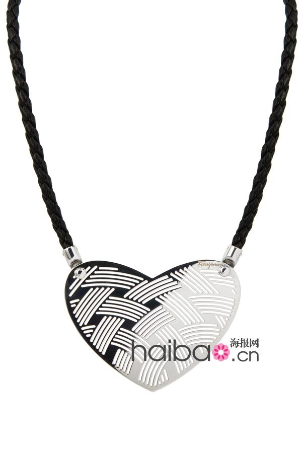 银制镂空心型吊坠配以黑色编织皮项链