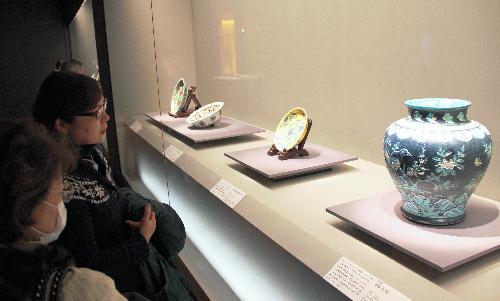 ...了许多深色调的中韩陶瓷名品 28日 东京六本木三得利美术馆