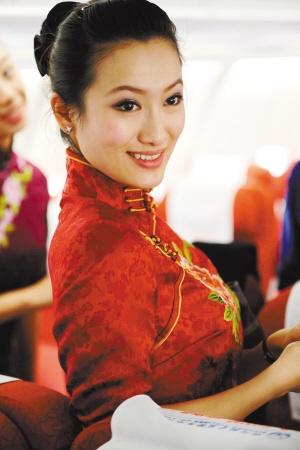 300的空姐_美女大pk看看身着旗袍的空姐们谁最美(组图)