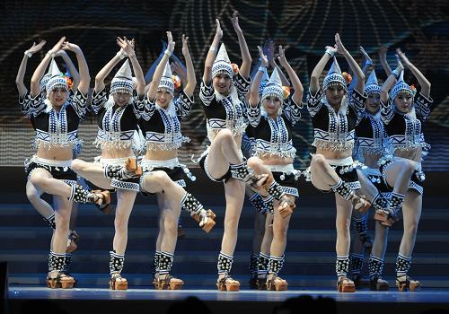 1月31日,演员在晚会上表演舞蹈。新华社记者 黄本强 摄