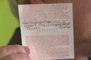 艾奥瓦州一名律师上月试图领奖时,拒绝透露得奖者身份,彩票公司于是