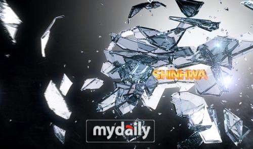 新的神话官网主画面是破冰而出的大写英文字母SHINHWA