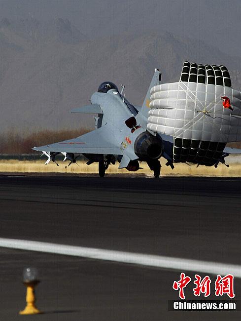 驻藏空军歼10战机部队龙年挂实弹首飞