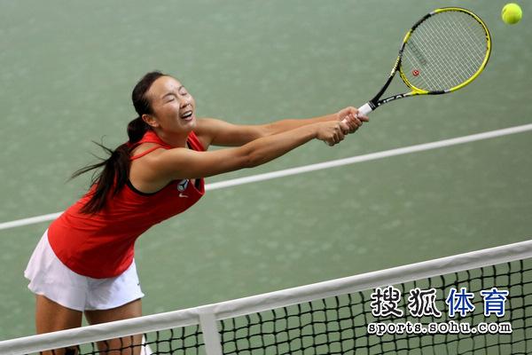 北京时间2月2日,2012年联合会杯网球赛在深圳罗湖体育中...