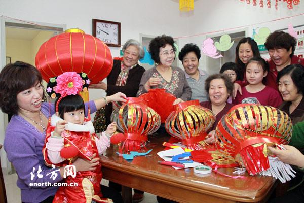 土山花园社区居民自制灯笼喜迎元宵节(图)-搜狐