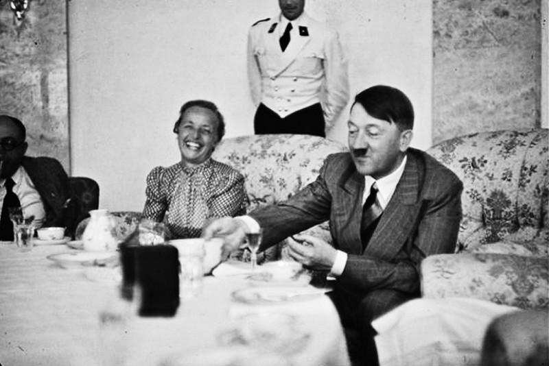 苏军暴行德国妇女图片大全 女童和老年妇女,以德国为著,在