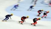 图文:短道世界杯俄罗斯站 选手在比赛中