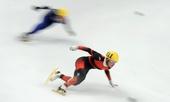 图文:短道世界杯俄罗斯站 梁文豪在比赛中