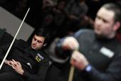 图文:德国大师赛奥沙利文夺冠 低头思考想打法