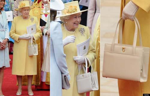 曝光 物件/女王出行,小手包不离身