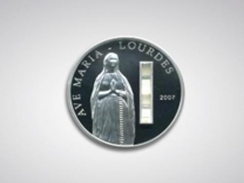 5、帕劳共和国:圣水银元