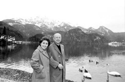 声乐艺术家蒋英去世 钱学森曾感慨妻子歌声美