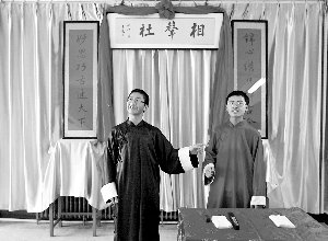 江城高中生办相声社校园里面开专场 成员按字辈来划分