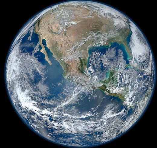 卫星与近日拍摄的地球高清照片