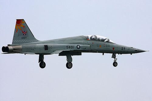癹f�i)��&9�.��#�f_台军f-5战机坠毁调查:初判飞行员失地形警觉(图)